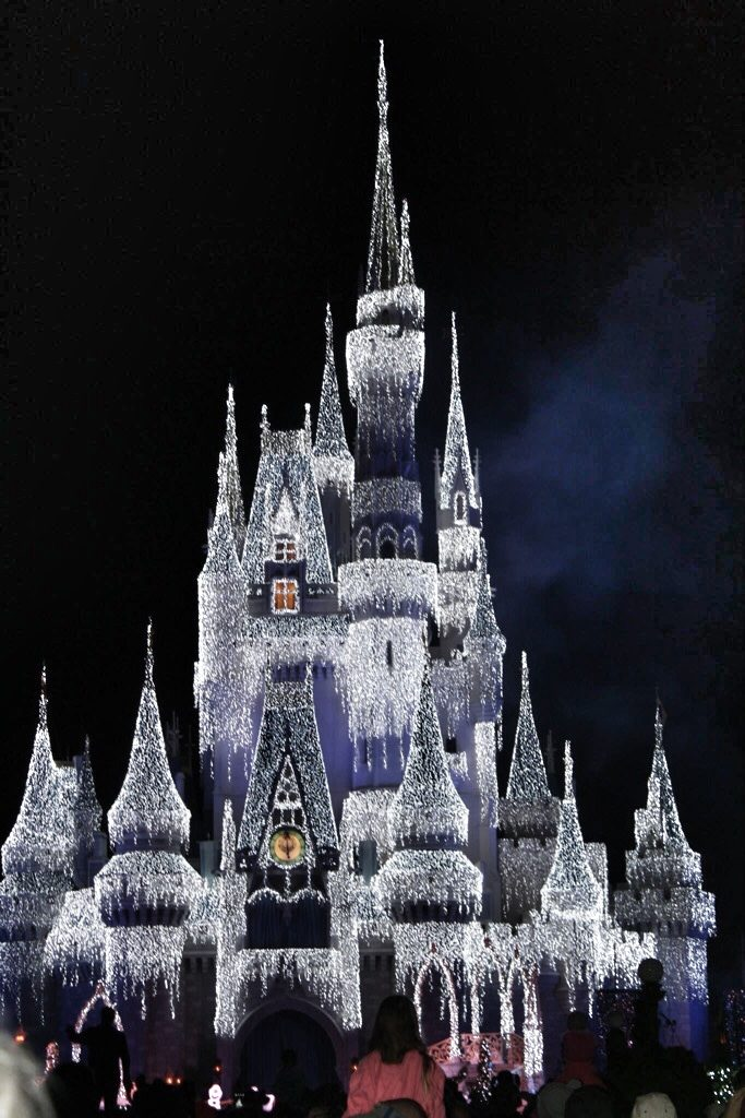 Christmas at Walt Disney World Castle Lighting