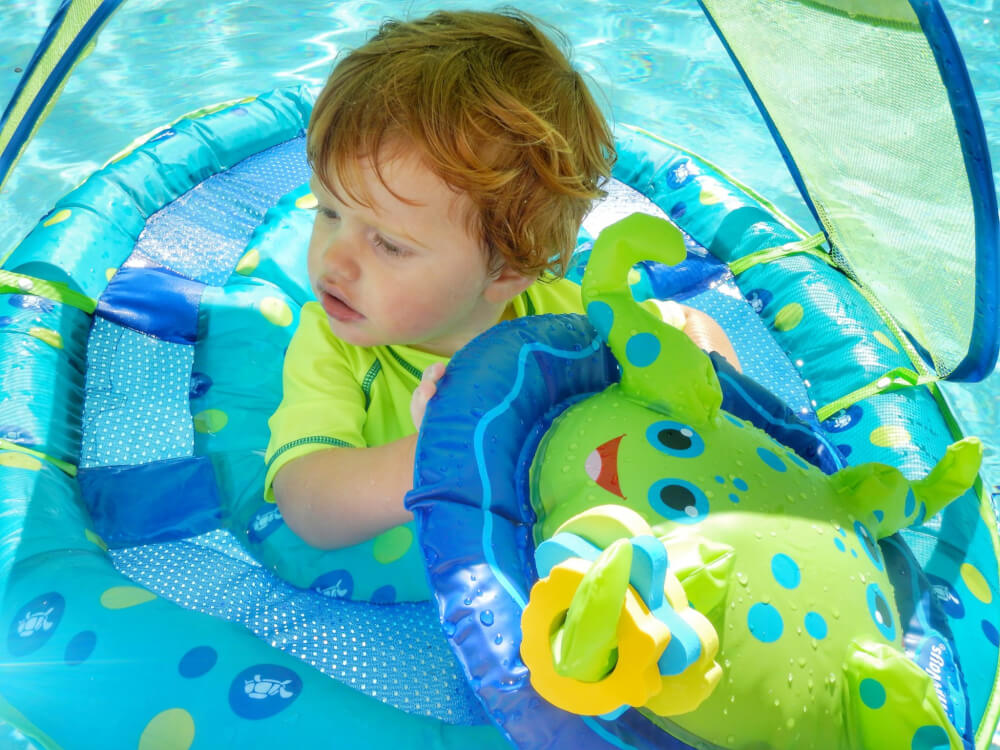 toddler feel safe in the water